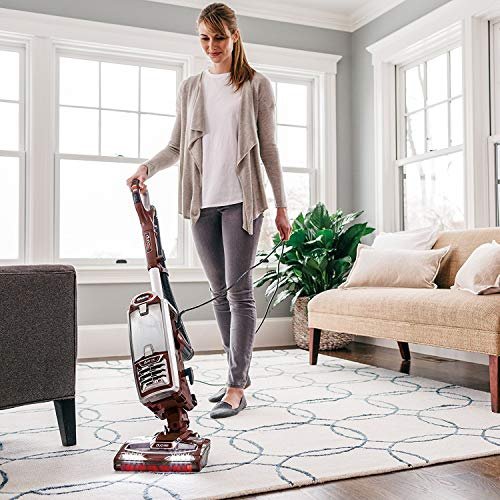 Vacuum cleaner for pets and hardwood floors