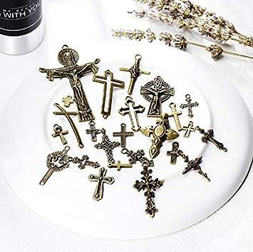 WellieSTR Vintage Skeleton Keys Charm Set Royal Key in Antique Bronze Pack of 12 Keys No Repeat 12 Different Style