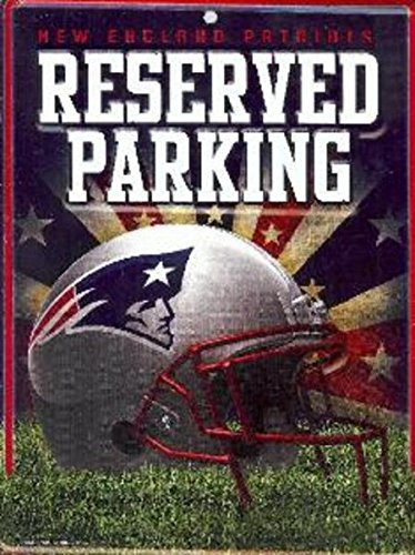 NFL New England Patriots 8-Inch by 11-Inch Metal Parking Sign Décor ()