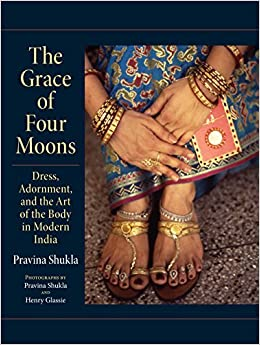 Book The Grace of Four Moons: Dress, Adornment, and the Art of the Body in Modern India (Material Culture) by Pravina Shukla (2015-10-16)