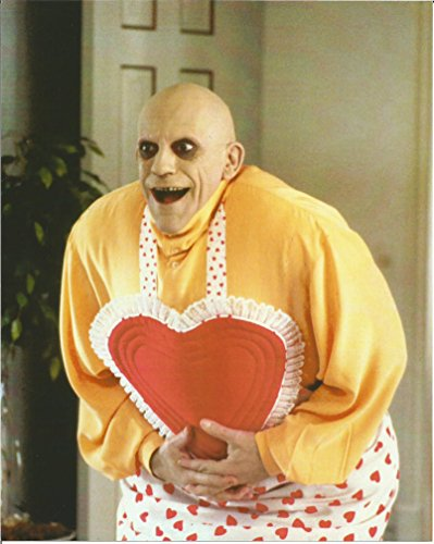addams-family-values-christopher-lloyd-as-uncle-fester-in-heart-apron-8-x-10-photo-004