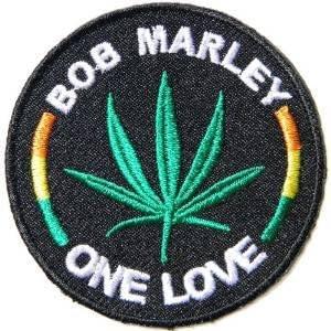 Con inscripción en inglés Bob Marley Raegae con el logotipo de ...