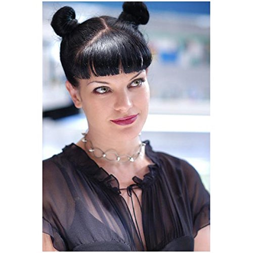 (NCIS Pauley Perrette as Abby Sciuto Smiling Close Up 8 x 10)