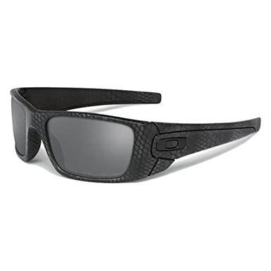 4b3869dd3a1 Oakley Sunglasses OO9096 FUEL CELL Polarized 9096A3  Amazon.co.uk  Clothing