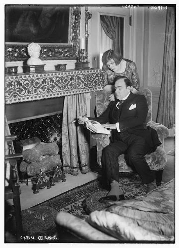 HistoricalFindings Photo: Enrico Caruso,Italian tenor,singer,performers,women,men,fireplaces,reading,chair