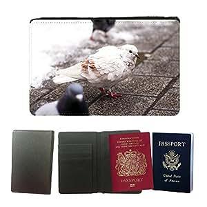 Couverture de passeport // M00146502 Paloma blanca del pájaro de Brown City // Universal passport leather cover