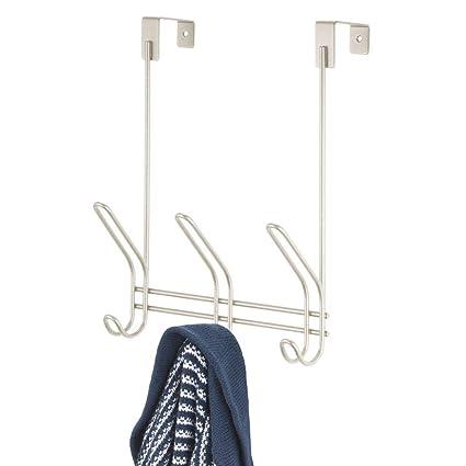 mDesign Colgador de ropa de metal para puerta – Práctico perchero de ropa con 3 ganchos dobles para chaquetas, sombreros, etc. – Perchero de puerta ...