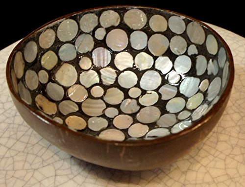 Shell Round Platter (Exotic Elegance Lacquer Coconut Shell Ware with Random Pattern Round Natural White Seashell)