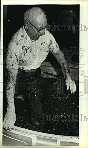 Vintage Photos Historic Images 1986 Press Photo Mayor Balcones Heights Emil Dieke in Gelatin North Star Mall - 10 x 6 ()