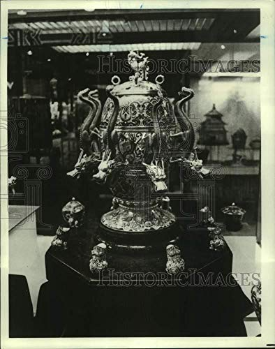 1980 Press Photo Ancient Bronze Urn at People's Republic of China exhibition