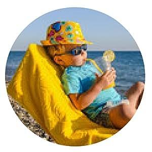 alfombrilla de ratón niño chico en el sillón con un vaso de jugo en la playa - ronda - 20cm