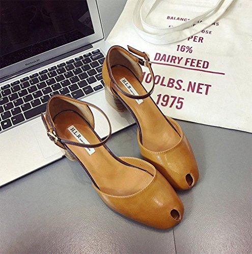 Die neuen hochhackigen Schuhe mit dicken Sandalen Frauen Sandalen hohlen Baotou Wort quadratische Kopf Damenmode Schnalle Yellow