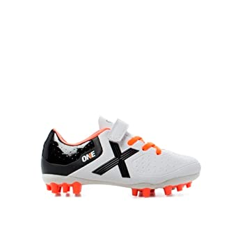 9d56eb491a574 Botas de futbol de niños New One Kid Vco AG Munich  Amazon.es  Deportes y  aire libre