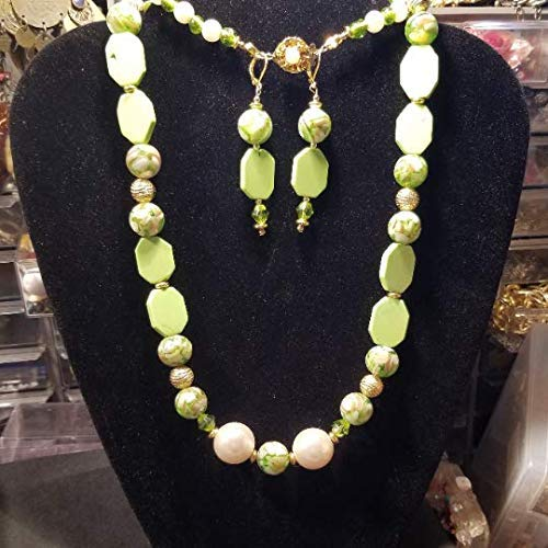 Turquoise Green Chalk Bead Mother of Pearl Chips on Green Resin Beads Necklace Earrings Set ()