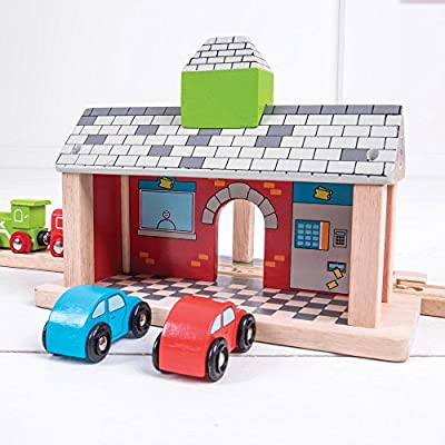 Bigjigs Rail Wooden Railway Station - Other Major Rail Brands are Compatible: Toys & Games