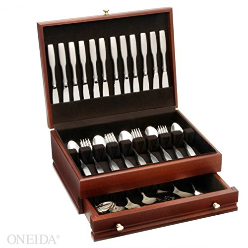 Oneida Paul Revere 68 Piece Service for 12 Flatware Set With Mahogany Chest