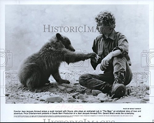 ric Images 1989 Press Photo Jean-Jacques Annaud Director Plays cub Bon Set The Bear - 8 x 10 in ()