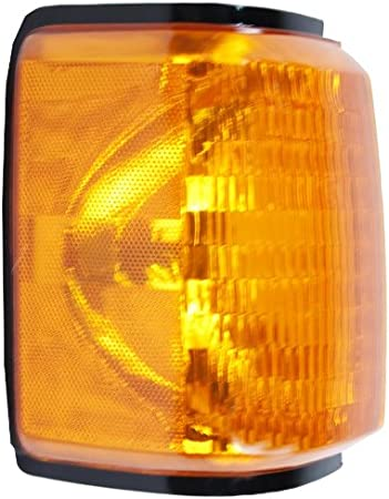 OE Replacement Ford Passenger Side Parklight Assembly Partslink Number FO2521105