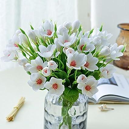 Juego de piezas decorativas jarrones con flores artificiales en el