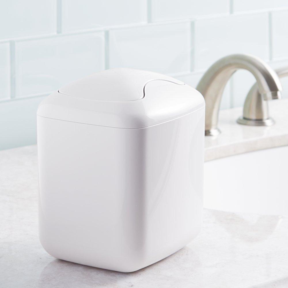 Cestino spazzatura perfetto per differenziare i rifiuti cucina o bagno mDesign Pattumiera basculante in plastica cameretta Cestino gettacarte per studio bianco