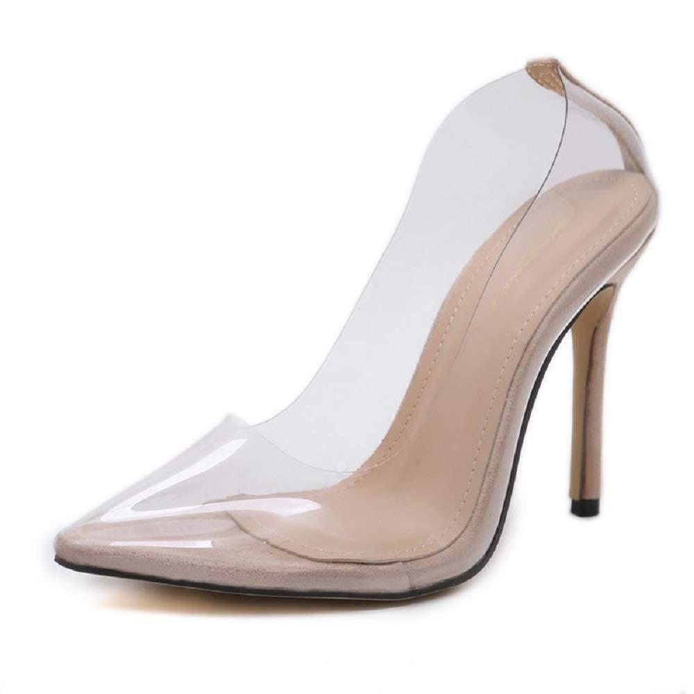 Sencillos zapatos de tacón alto realizados en PVC transparentes.