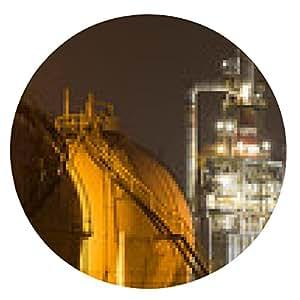 alfombrilla de ratón Una gran planta de refinería de petróleo con los tanques de almacenamiento de gas - ronda - 20cm