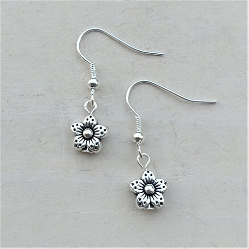 Tone Daisy Flower (Tiny Daisy Flower Silver tone Earrings Jewelry Lightweight Fishhook Dangle Women's Set)