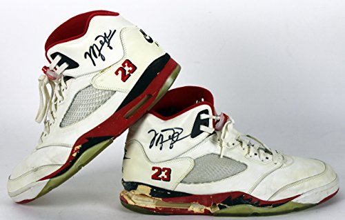 0a9af6eeb5 Bulls Michael Jordan Signed 1990 Game Used Nike Air Jordan V Shoes Beckett  Authentication