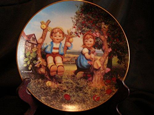 c1990 Danbury Mint Hummel Little Companions Apple Tree Boy and Girl plate NEGR69 - Hummel Danbury Mint