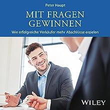 Mit Fragen gewinnen: Wie erfolgreiche Verkäufer mehr Abschlüsse erzielen Hörbuch von Peter Haupt Gesprochen von: Mike Langhans