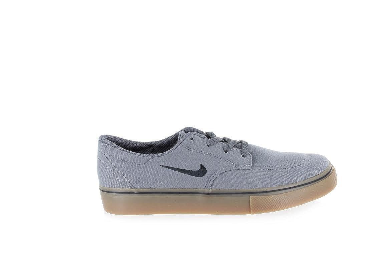 the latest 2cd23 f7816 Amazon.com   Nike SB Clutch (GS) - Dark Grey   Black-Gm Light Brown - 3.5    Sneakers