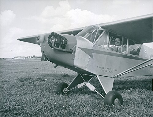Vintage photo of KSAK39;s engine flying competition in Link246;ping. Here winner John J246;nsson in his Piper Cub machine