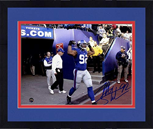 Framed Michael Strahan New York Giants Signed Taking The Field 8x10 Photograph - Steiner Sports ()
