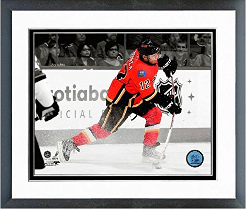 - Jarome Iginla Calgary Flames NHL Spotlight Action Photo (Size: 12.5