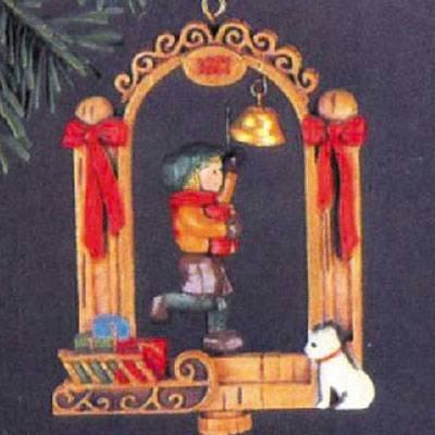 (Bellringer 1977 Hallmark Ornament)