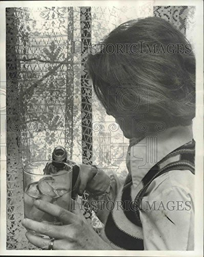 - Vintage Photos Historic Images 1977 Press Photo Sue Orleans Featured in Alcoholism Article. - noa11421-10.25 x 8 in