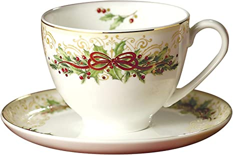 Amazon Com Hankook Chinaware Fine Bone China Tea Cups And Saucers Christmas Edition Set Of 2 For Tea And Coffee Kitchen Dining