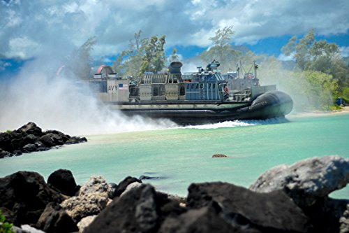 A landing craft air cushion (LCAC) from Assault Craft Unit (ACU) 5 departs from Marine Corps Base Ha