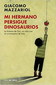 Book Mi hermano persigue dinosaurios/My Brother Chases Dinosaurs (Spanish Edition)