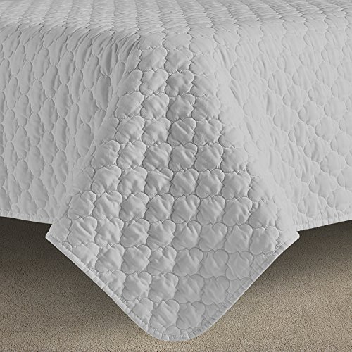 Comfy Bedding Oversized and Prewashed Lantern Ogee Quilted 3-piece Bedspread Coverlet Set (Full/Queen, Light Grey)