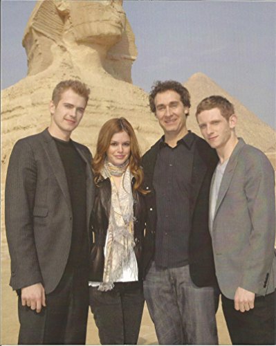 Jumper- 8 x 10 Promo Photo with Hayden Christensen, Rachel Bilson, Jamie Bell & director Doug Liman close up with Sphinx - ()