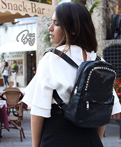 Bolso mochila para mujer Negro de piel con tachuelas Alla Moda para la escuela o Casual