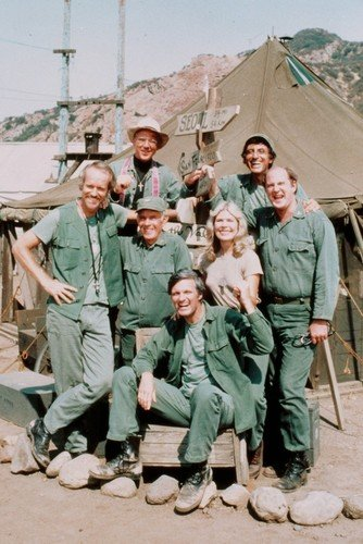 MASH 24x36 Poster Alan Alda Loretta Swit & cast pose beside tents in camp Silverscreen