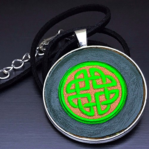 [Green Celtic Knot Hand-Painted Tooled Veg Tanned Leather Pendant Necklace] (Larp Costumes Uk)