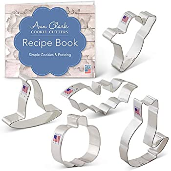 Ann Clark Cookie Cutters 5-Piece Halloween Cookie Cutter Set with Recipe Booklet, Pumpkin, Bat, Ghost, Witch Hat and Cat