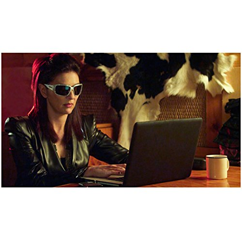 Leverage (2008 - 2012) 8x10 Inch Photo Gina Bellman Sunglasses Using Laptop - Sunglasses Using Computer For