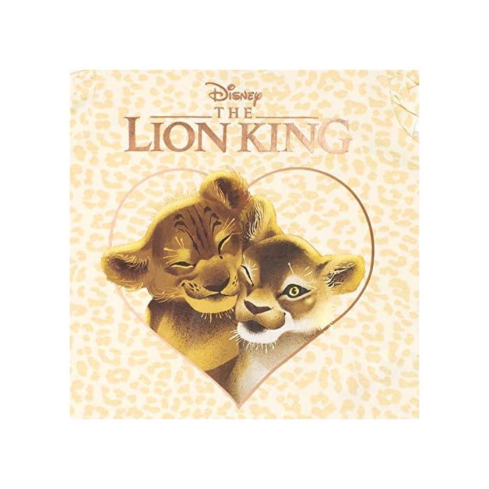 51kkO3YybpL Camiseta para niñas del Rey León. Con un increíble estampado de leopardo, este top del Rey León viene con Simba y Nala. 100% Algodón