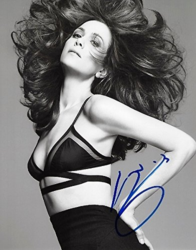 Kristen Wiig Signed - Autographed SNL Comiedian - Sexy 8x10 inch Photo