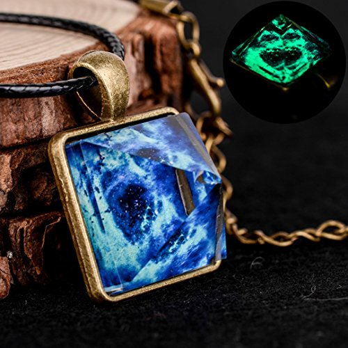 Luminous Pyramid Star Crystal Charm Pendant Glow In The Dark Necklace Chain new ()