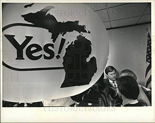 Historic Images - 1983 Vintage Press Photo Gov Blanchard Michigan Marketing press - dfpd49949